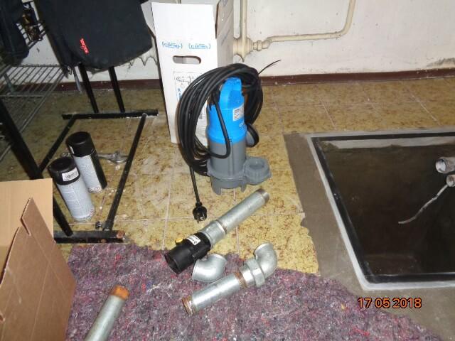 Erneuerung Tauchpumpe im Waschkeller. Neuer Pumpenmotor.