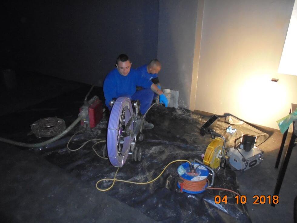 TV-Kanalinspektion von Rohrleitung nach Rohrreinigung und zur Kanalortung von Abwasserschacht.