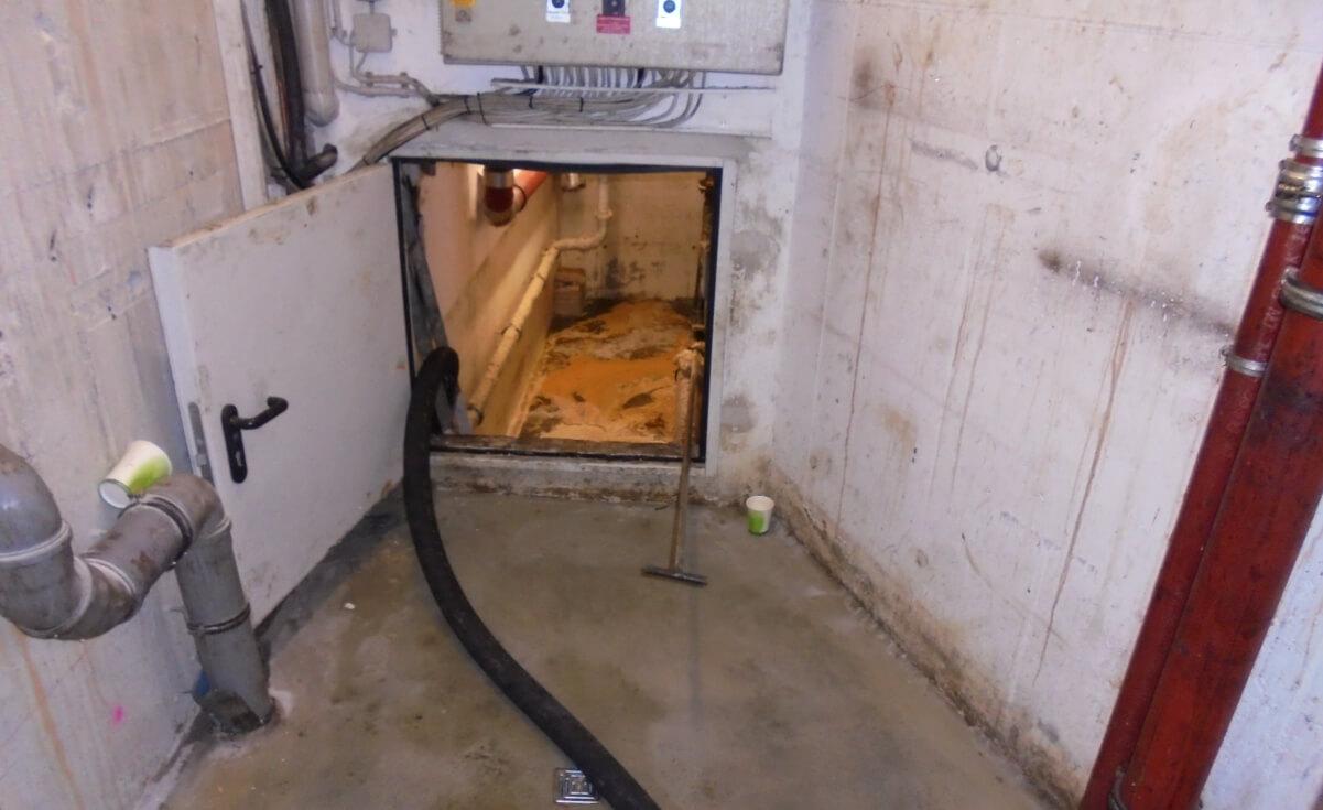 Kellerräumlichkeiten in denen sich der Fettabscheider befindet und welche bis mind 1,50m vollgelaufen waren.