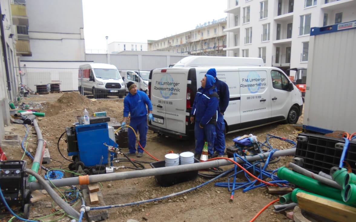 Vorbereitung von Gerätschaften für Rohrsanierung.