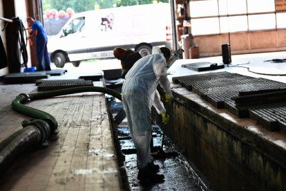 Absaugen und Reinigung von Schlammgrube